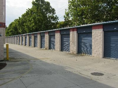 Uncle Bob's Self Storage - Douglas Ave - Photo 3