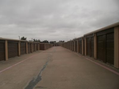 Uncle Bob's Self Storage - Arlington - 1620 E Lamar Blvd - Photo 4