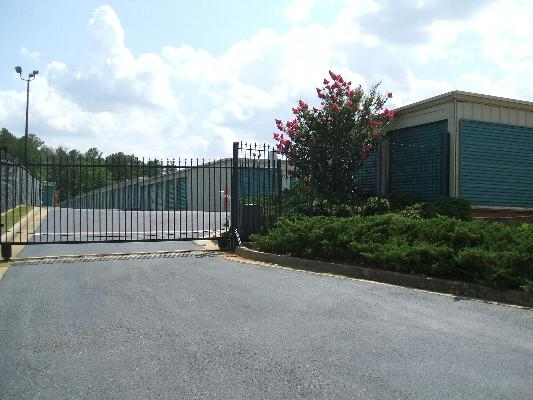 Simply Storage - Riverside Drive - Photo 3