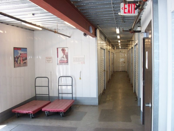 StorQuest Self Storage - Los Angeles - Photo 3