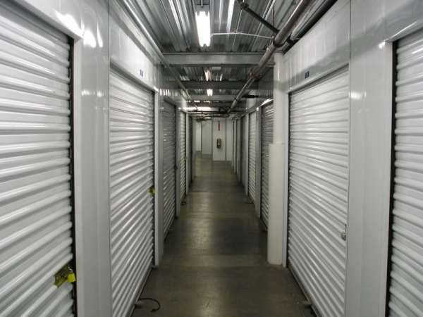 StorQuest Self Storage - Los Angeles - Photo 4