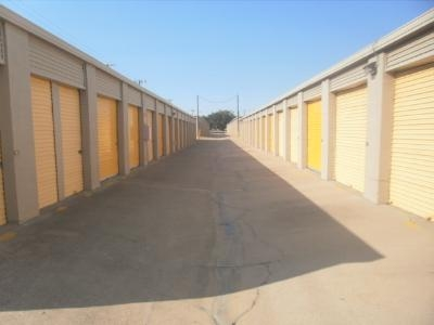 Uncle Bob's Self Storage - Arlington - Duncan Perry Rd - Photo 5