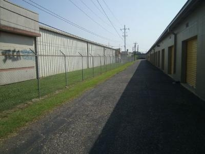 Uncle Bob's Self Storage - Lafayette - 2310 W Pinhook Rd - Photo 4