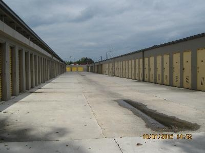 Uncle Bob's Self Storage - Lafayette - 2310 W Pinhook Rd - Photo 6