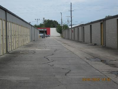 Uncle Bob's Self Storage - Lafayette - 2310 W Pinhook Rd - Photo 7
