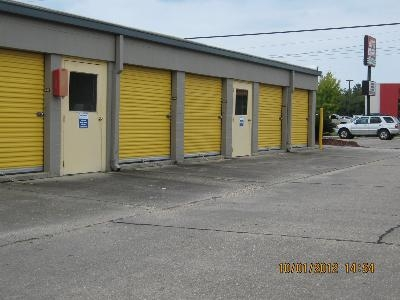 Uncle Bob's Self Storage - Lafayette - 2310 W Pinhook Rd - Photo 8