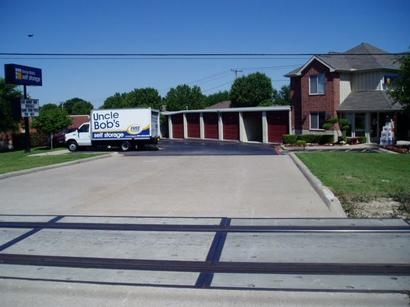 Uncle Bob's Self Storage - Fort Worth - Granbury Rd - Photo 1
