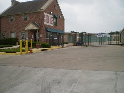 Uncle Bob's Self Storage - San Antonio - 7550 Culebra Rd - Photo 1