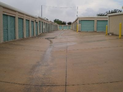 Uncle Bob's Self Storage - San Antonio - 7550 Culebra Rd - Photo 4
