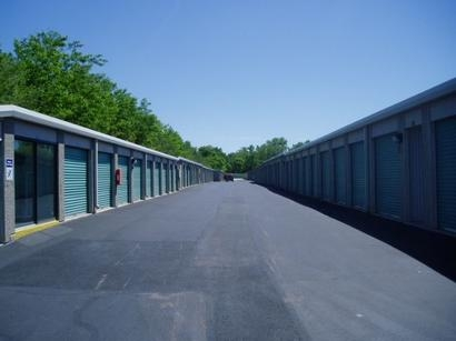 Uncle Bob's Self Storage - Columbus - 851 W Henderson Rd - Photo 3
