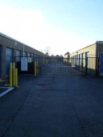 AAAA Self Storage - Portsmouth - Elm Ave. - Photo 4