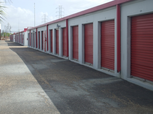 Almeda Self Storage - Photo 7