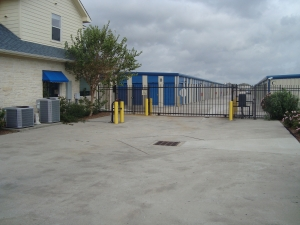 Highpoint Storage - Photo 4