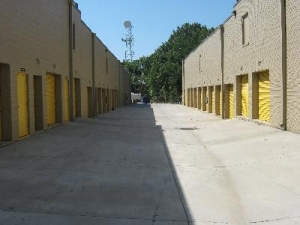 Uncle Bob's Self Storage - Alexandria - Photo 4