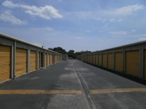 Uncle Bob's Self Storage - Tampa - 3000 W Columbus Dr - Photo 3