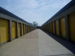 Uncle Bob's Self Storage - Cleveland - 4976 W 130th St - Photo 3