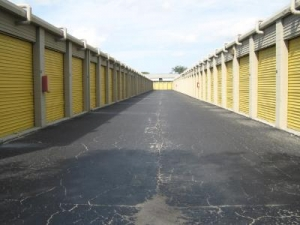 Uncle Bob's Self Storage - Tampa - 6010 E Hillsborough Ave - Photo 3