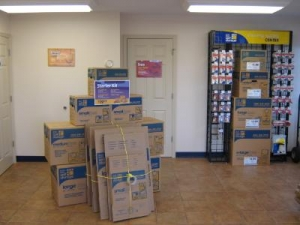Uncle Bob's Self Storage - Tampa - 6010 E Hillsborough Ave - Photo 10