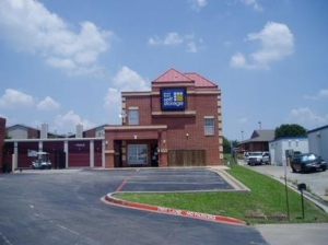 Uncle Bob's Self Storage - Arlington - 4320 Little Rd - Photo 1