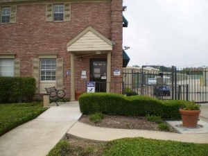 Uncle Bob's Self Storage - San Antonio - 7550 Culebra Rd - Photo 6