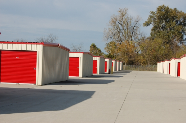 Easy Move Mini Storage1520 W Broadway St - Grain Valley, MO - Photo 1
