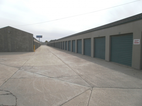 Devon Self Storage - Milwaukee - Photo 0