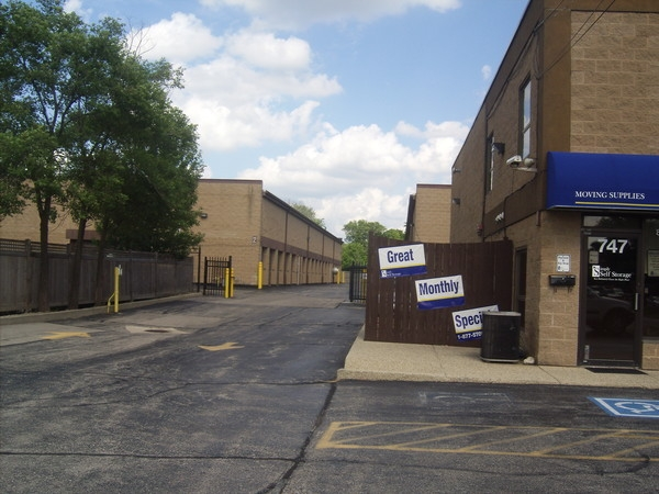 Simply Storage - Glenview/Niles747 Milwaukee Ave - Glenview, IL - Photo 2