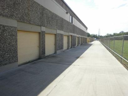 Uncle Bob's Self Storage - Houston - 5550 Antoine Dr5550 Antoine Dr - Houston, TX - Photo 2