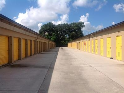 Uncle Bob's Self Storage - Lafayette - W Pinhook Rd2310 W Pinhook Rd - Lafayette, LA - Photo 3