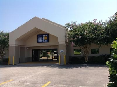 Uncle Bob's Self Storage - Lafayette - W Pinhook Rd - 2207 W Pinhook Rd - Lafayette, LA - Photo 0