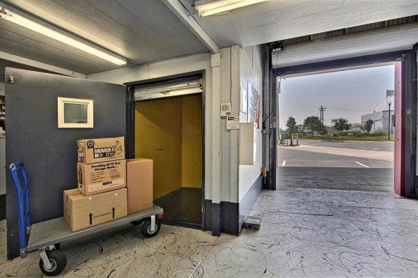 StorageMart - Mandela Pkwy & I-580 - Photo 0