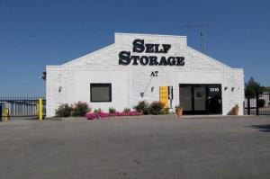 photo of StorageMart - N Oak Tafficway & NE 93rd Street